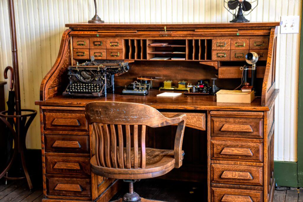 La storia della scrivania per ufficio