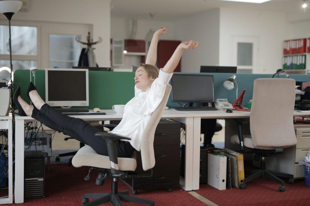 prevenire mal di schiena da ufficio